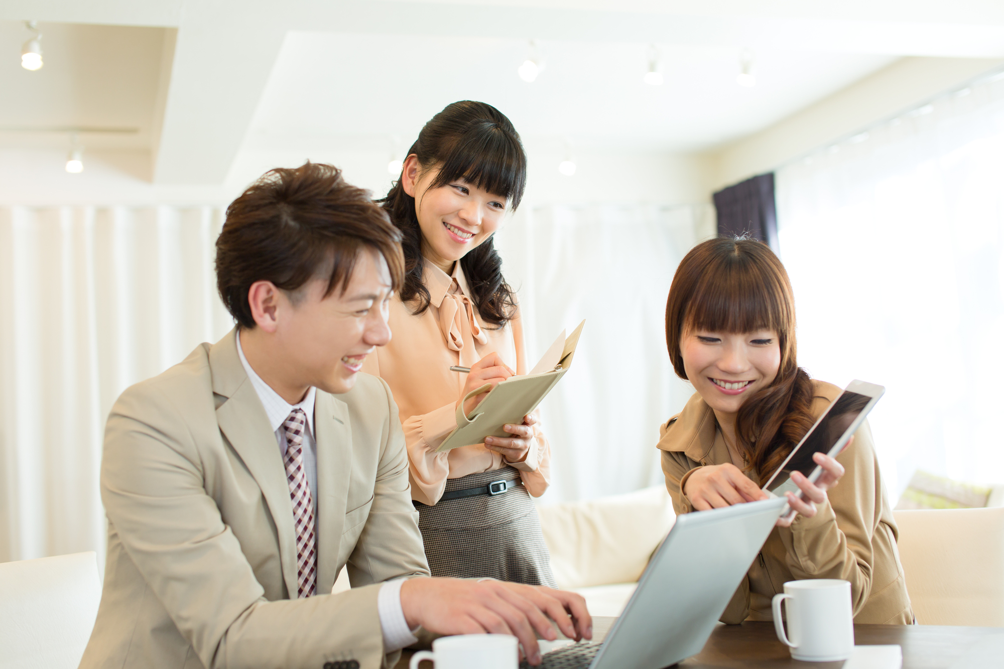 Beautiful asian businesswoman  and businessman working in offiec